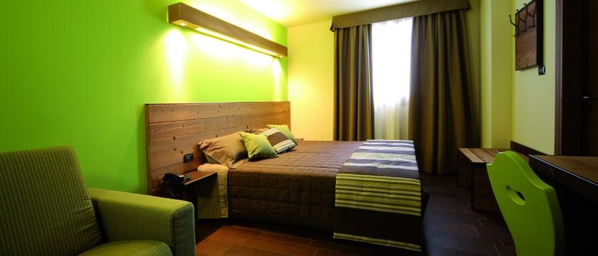 italy_pila-aosta_hotel-la-chance_bedroom2.jpg